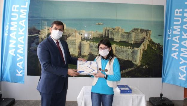 Anamur'da öğrencilere tablet dağıtıldı