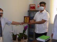 Celal Çetin'den Cengiz Kırmızıtaş'a plaket