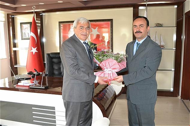 Bozyazı Belediye Başkanı Mustafa Çetinkaya, meclis üyeleriyle birlikte Kaymakam Hayatı Taşdan'ı ziyaret etti.