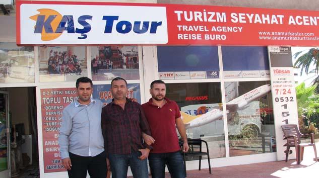 KAŞTUR'UN SERVİS ŞÖFÖRLERİ HİZMETTE SINIR TANIMIYOR