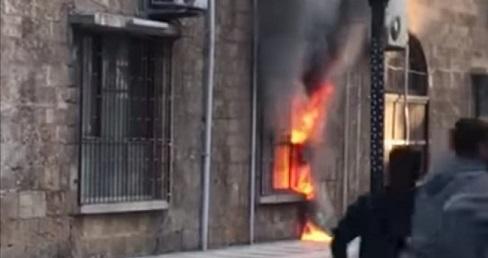 Taş Bina'ya molotoflu saldırı